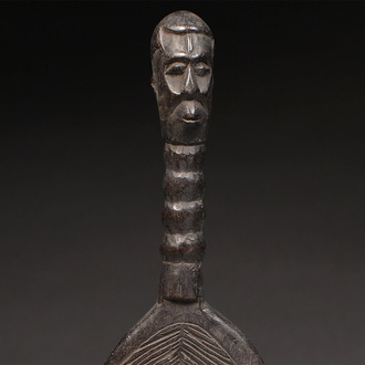 Comb with Ancestor Figure